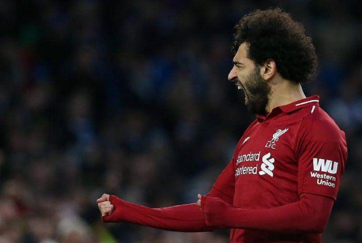 Salah celebra la anotación de un gol.