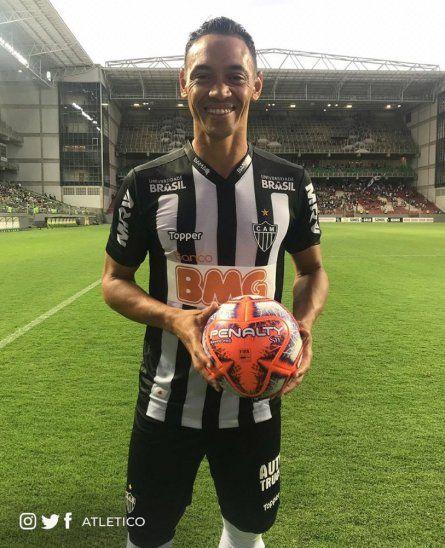 Ricardo Oliveira se llevó el balón del juego por sus tres goles al Boa Esporte.