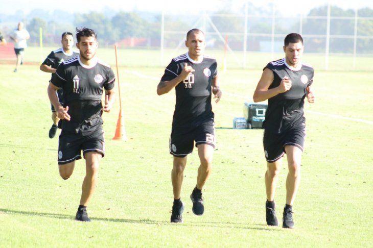 Sergio Otálvaro (centro) será baja por tres semanas.