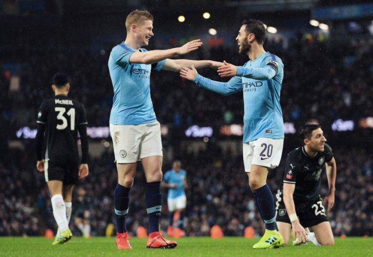 El Manchester City goleó y avanzó de ronda.