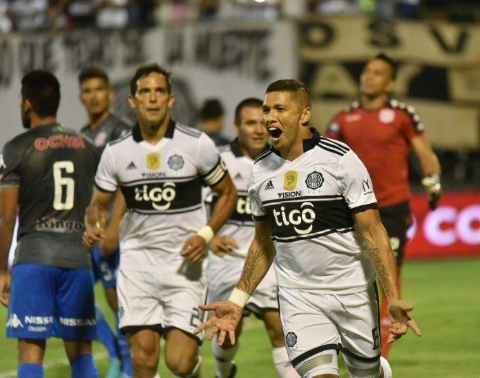 Richard Ortiz festeja su gol ante San Lorenzo.