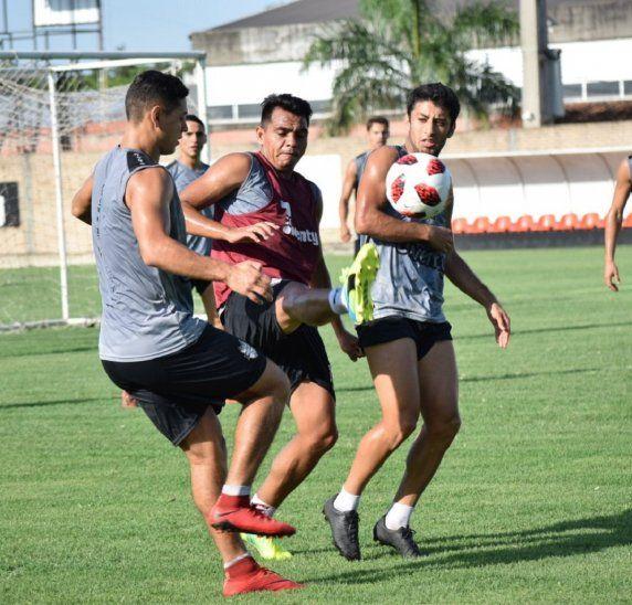 Jugadores de las Águilas durante un entrenamiento.