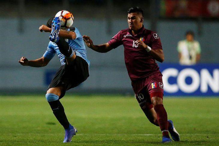 Jugadores de Uruguay y Venezuela durante un partido.