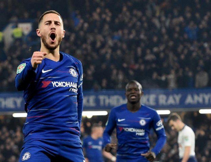 Hazarddel Chelsea celebra luego de anotar.