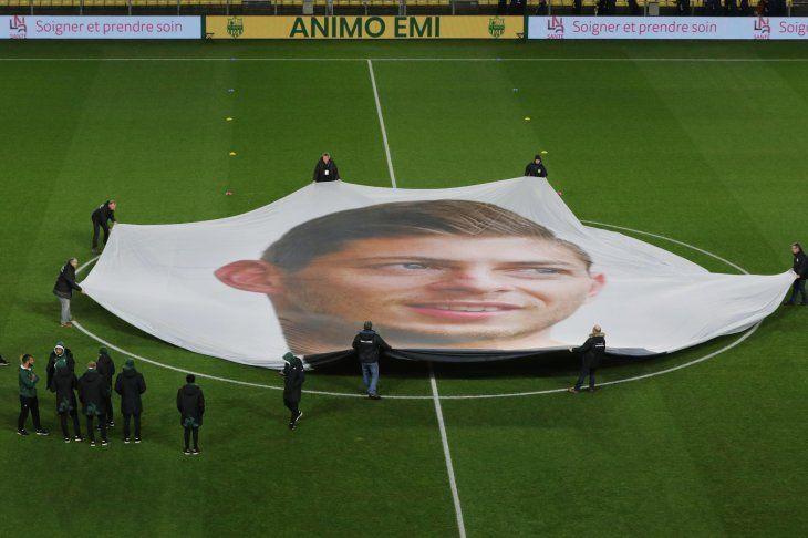 El Nantes homenajea a Sala con acento argentino.