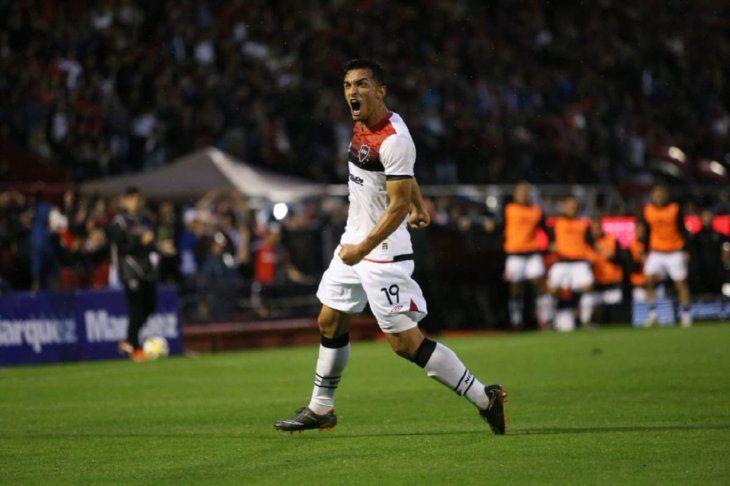 Alfio Oviedo grita un gol conNewells.