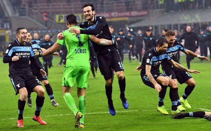 Jugadores del Lazio celebran la clasificación.