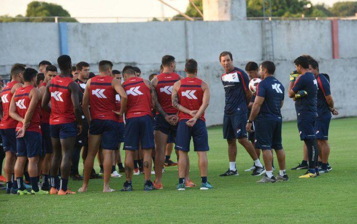 Hugo Caballero dirigirá por primera vez en reemplazo de Fernando Gamboa.