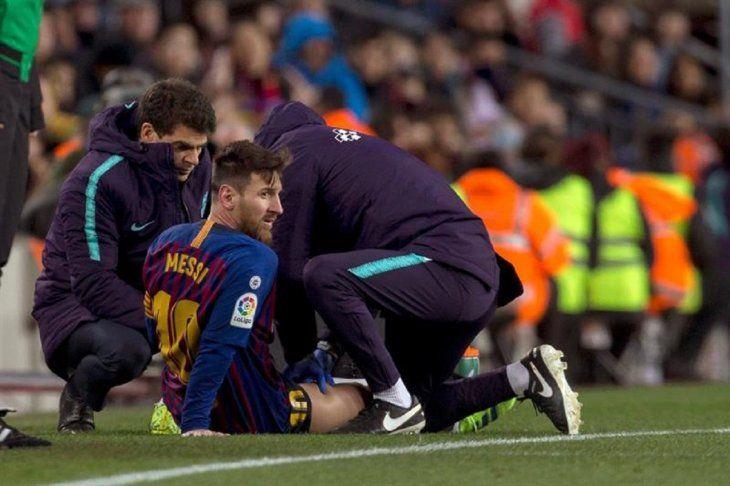 Lionel Messi podría perderse el clásico contra Real.