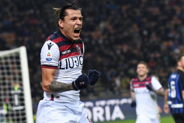 A BOCA LLENA. Federico Santander gritando su gol ante el Inter de Milán.