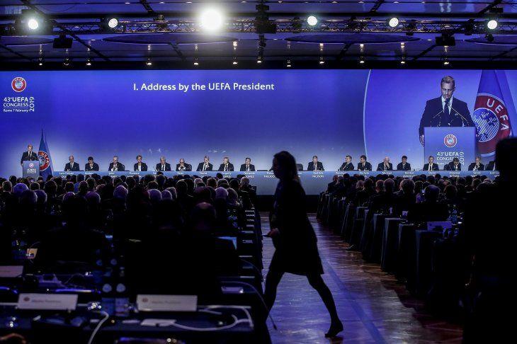 Aleksander Ceferin durante su discurso tras ser reelecto como presidente de la UEFA.