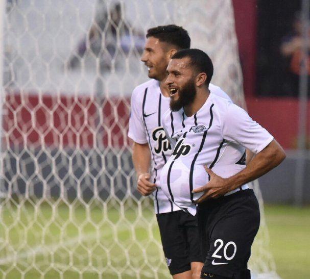 Antonio Bareiro celebra el gol marcado ante General Díaz.