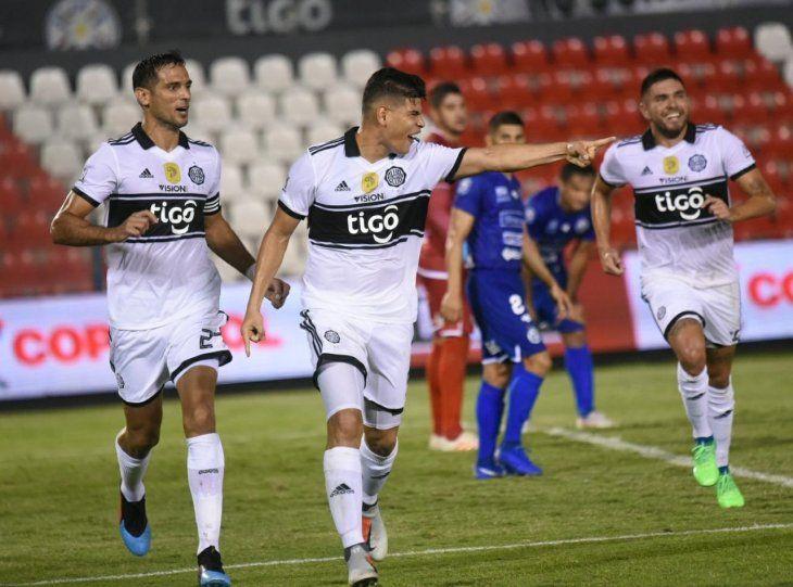 Jorge Arias celebra el gol marcado ante Sol.