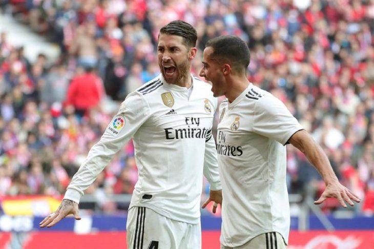 Sergio Ramos y Lucas Vázquez celebran la anotación de un gol.