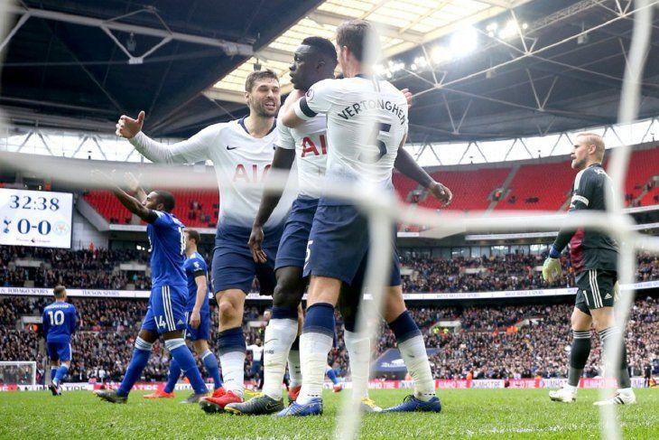 El primer gol de Davinson Sánchez encarrila un nuevo triunfo del Tottenham.