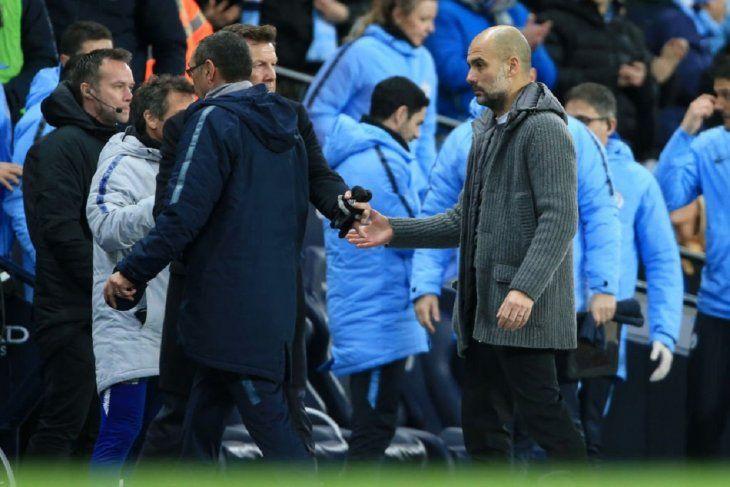 Sarri le negó el saludo a Guardiola.