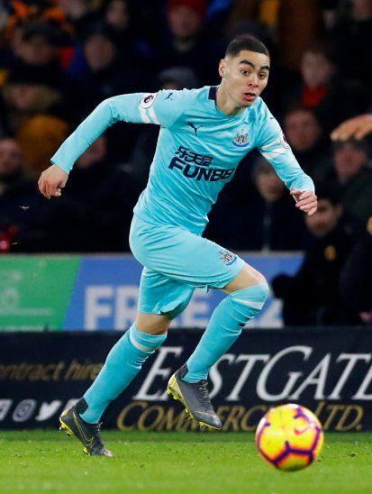 Almirón y sus primeros minutos en la Premier League.