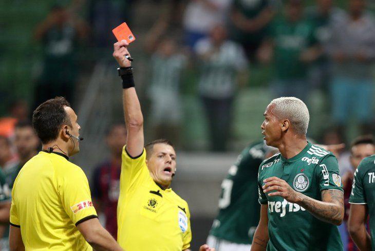 El jugador brasileño recibió una dura sanción.