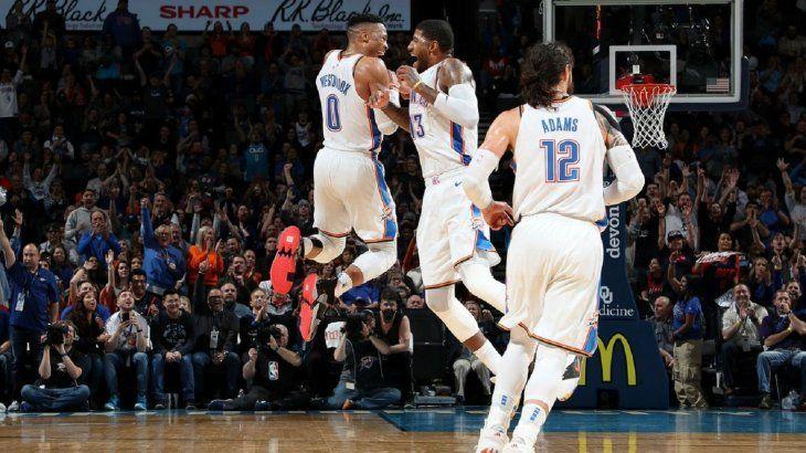 Westbrook supera marca de Chamberlain.