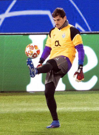 Casillas hace historia al jugar su 19 ronda de octavos de Champions