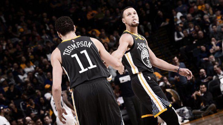 Los Warriors vencieron con trabajo a los Jazz.