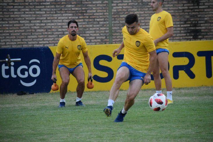 Jugadores de Luqueño durante un entrenamiento del equipo.