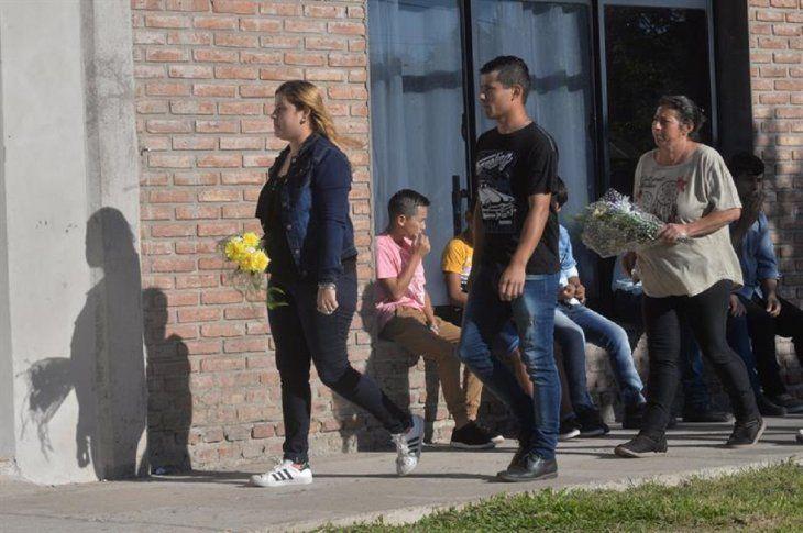 Familiares y amigos de Emiliano Sala le rinden homenaje en su pueblo.