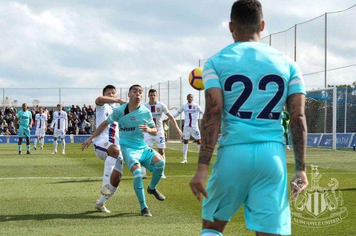 Miguel Almirón, titular en el amistoso del Newcastle
