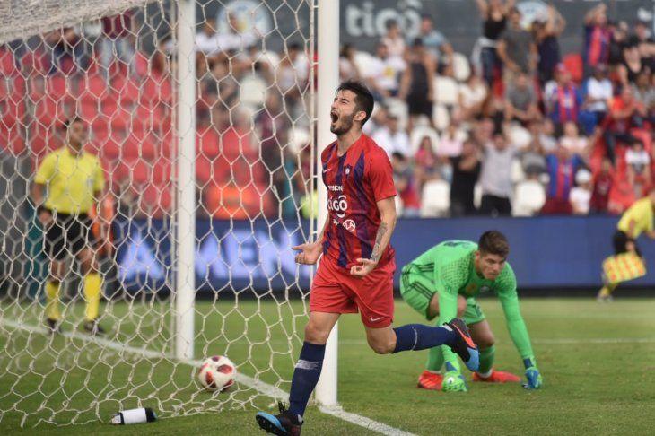 Matías Villasanti celebra un gol ante Olimpia.