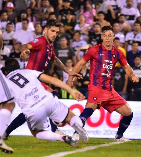 Larrivey y Churín podrían jugar juntos ante Nacional.