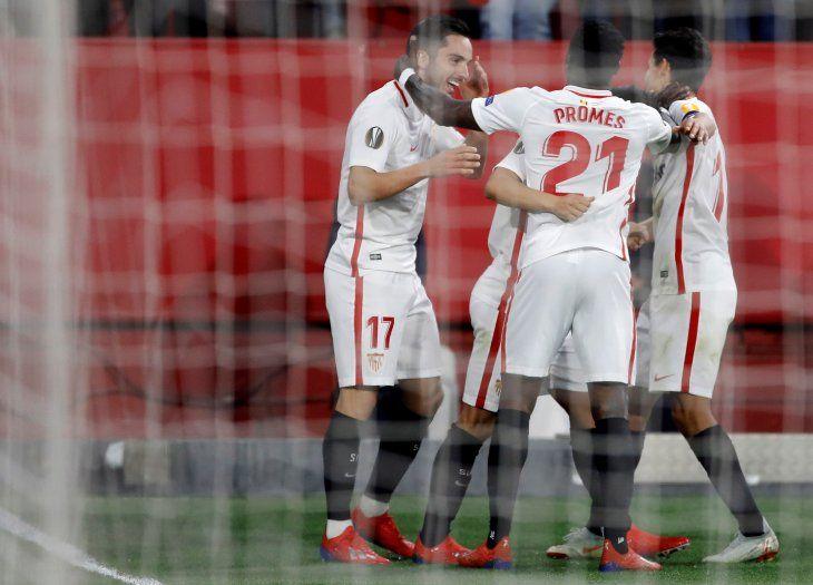 Sevilla avanza en la Europa League.