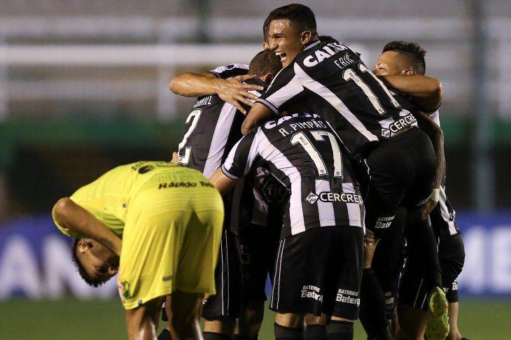 Botafogo goleó en Argentina y avanzó de fase en la Sudamericana.