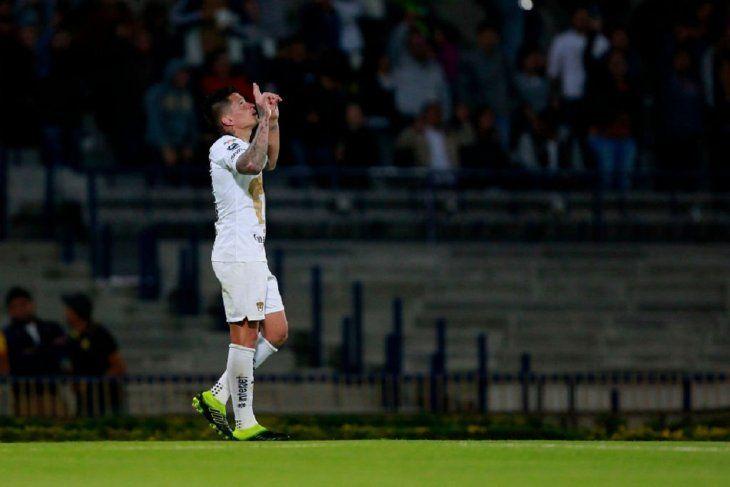 Juan Iturbe festeja su gol.
