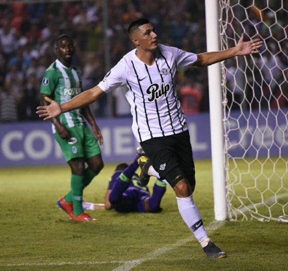 Óscar Cardozo celebra el gol ante Atlético Nacional.