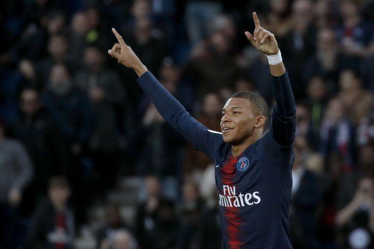 Mbappé anotó dos goles para el PSG este sábado.