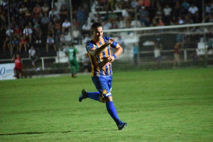 Walter Ortiz celebra el gol marcado ante Santaní.