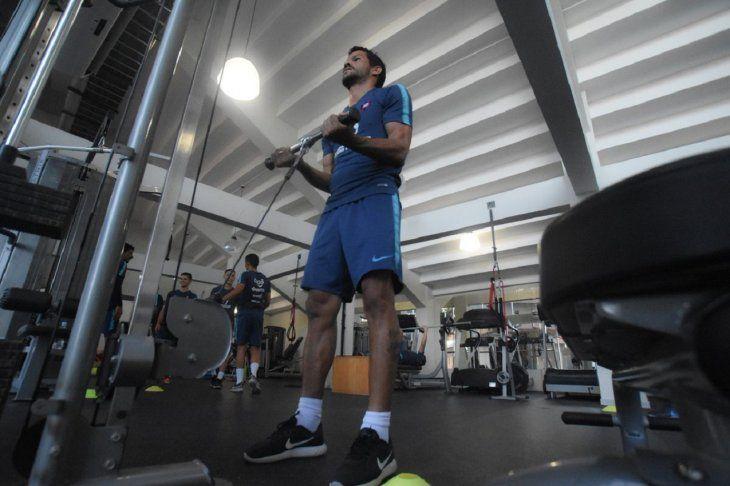 Salustiano Candia entrena en el gimnasio.