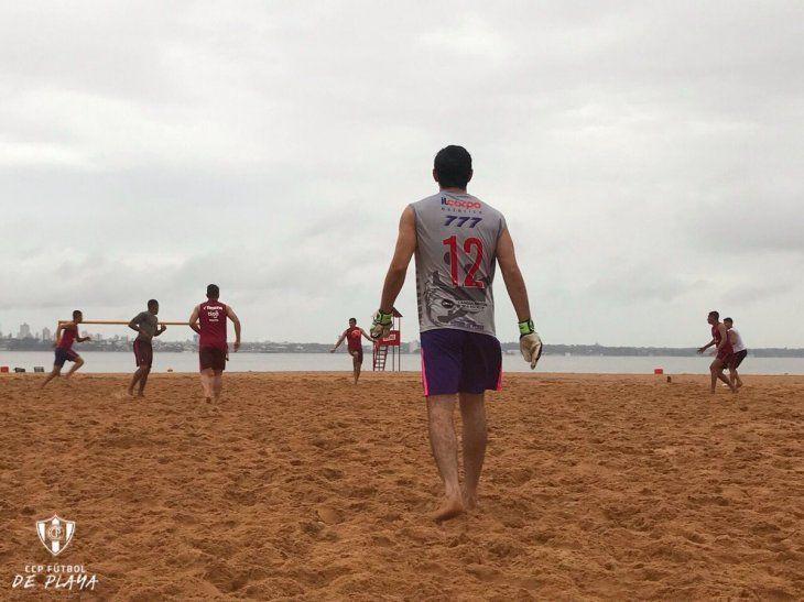 Jugadores del Ciclón entrenan de cara a las finales.