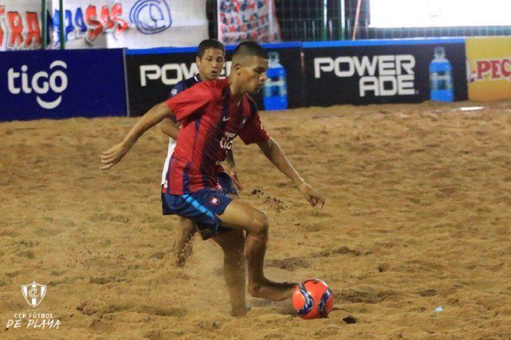Cerro Porteño comenzó ganando la superfinal de playa.