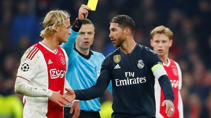 La UEFA sanciona con dos partidos a Ramos por forzar amarilla ante el Ajax.