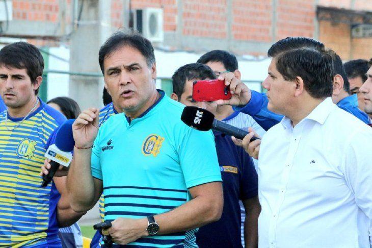 PRESENTADO. Celso Rafael Ayala fue presentado como nuevo entrenador de Capiatá.