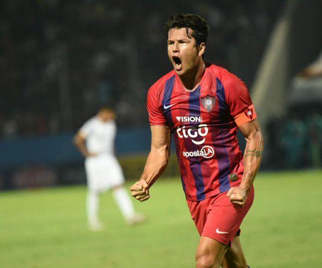 CAPITÁN. Nelson Haedo lució el brazalete de capitán con gol y victoria para Cerro Porteño sobre Luqueño.