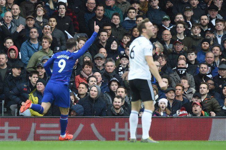 Gonzalo Higuaín marcó para el Chelsea.