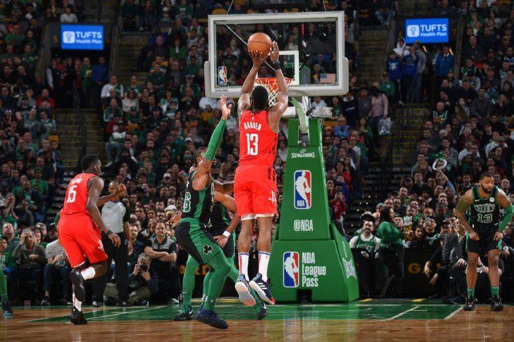 Harden y Rockets asaltan el Boston Garden.