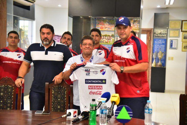 Aldo Bobadilla fue presentado como nuevo entrenador de Nacional.