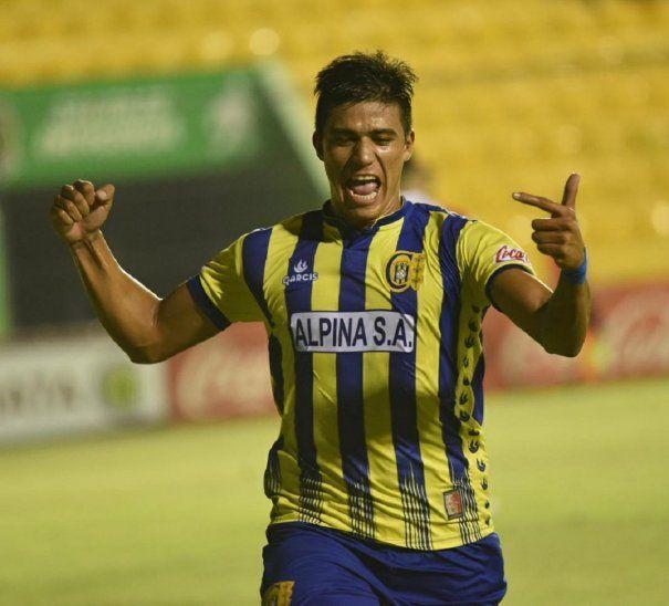 Junior Marabel celebra la anotación marcada ante Nacional.