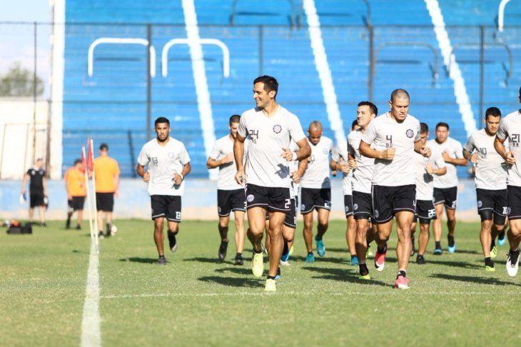 El plantel franjeado se prepara para el debut en Copa.
