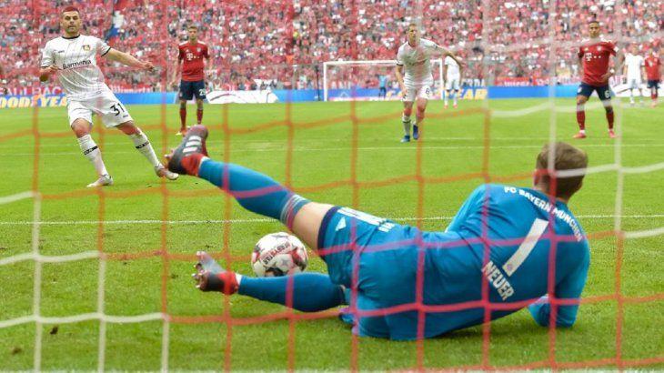 La IFAB clarifica: El balón seguirá en juego tras el lanzamiento de penal.