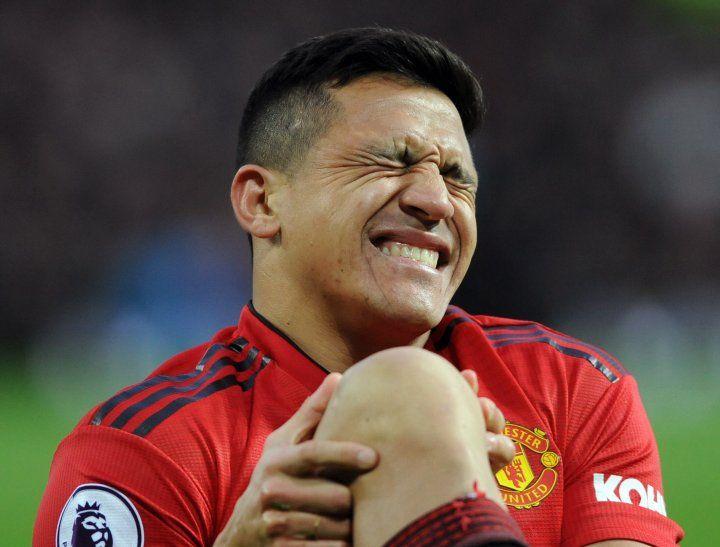 Sánchez sufrió una lesión en la rodilla.