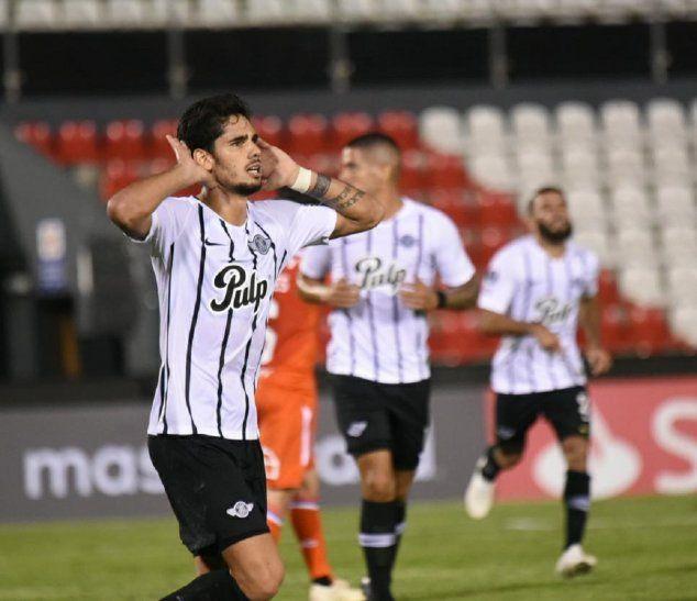 Ayrton Cougo celebra el gol marcado ante Universidad Católica.